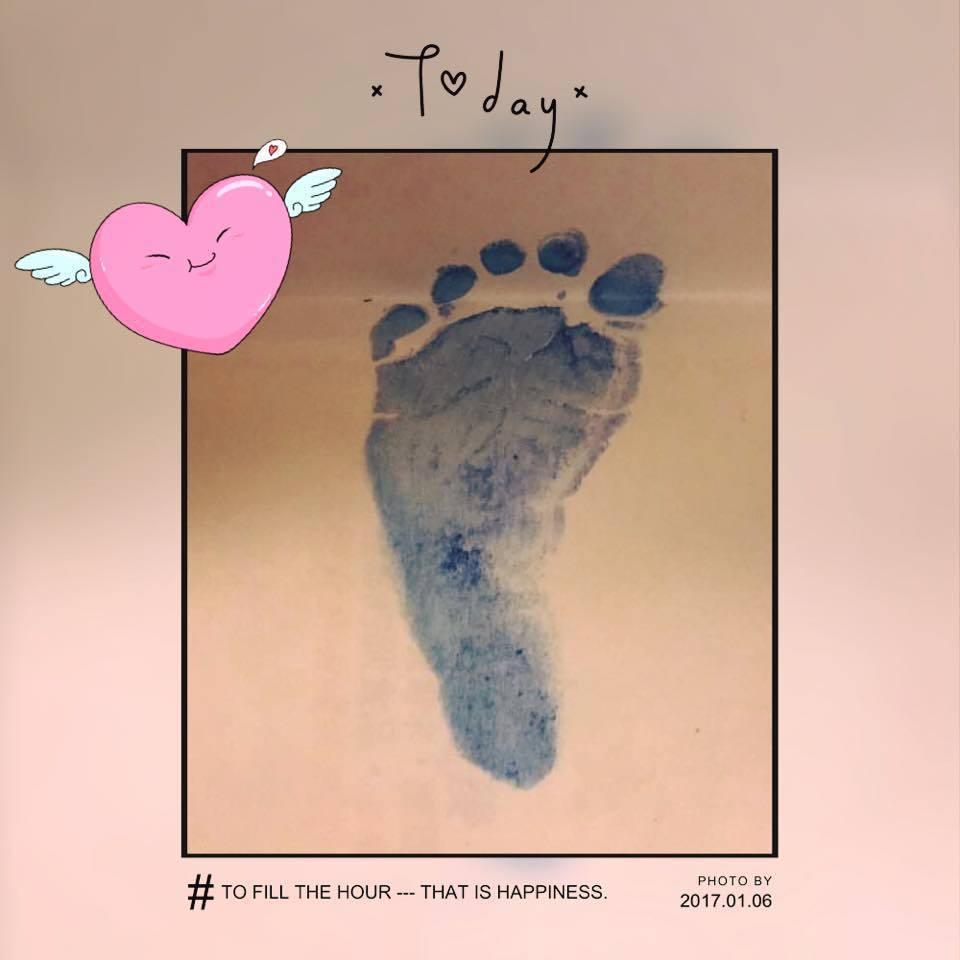 林心如在臉書秀出女兒的腳印照。圖/取自於臉書