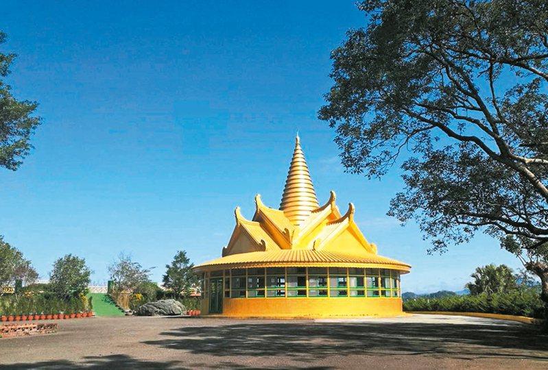 佛陀世界有許多寺廟和精舍,園方保留原童話世界中的城堡建築設施。 記者林麒瑋╱攝影