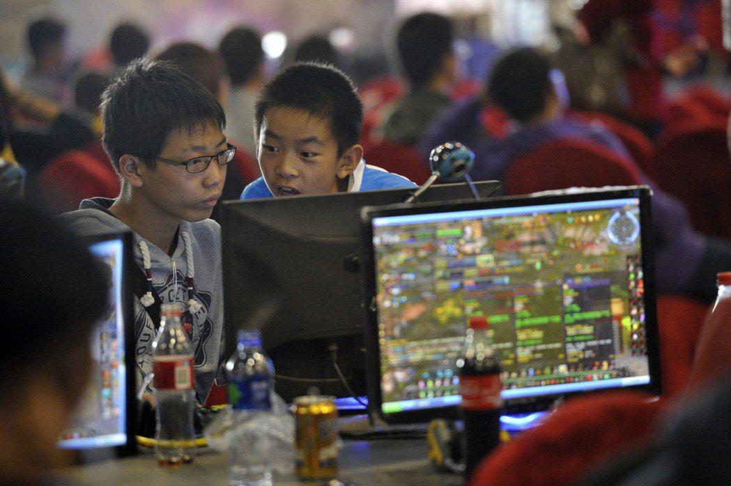在中国打网路游戏要实名制 未成年还限玩乐时间