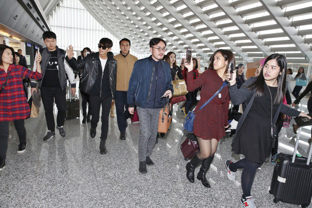 韓星李準基中午搭機抵達桃園機場,這是他睽違七年後再度訪台。記者鄭超文/攝影