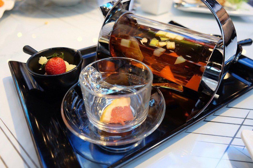 餐館內提供港式西餐,餐點也都是以漫畫常見標題為名。圖/香港旅遊發展局提供