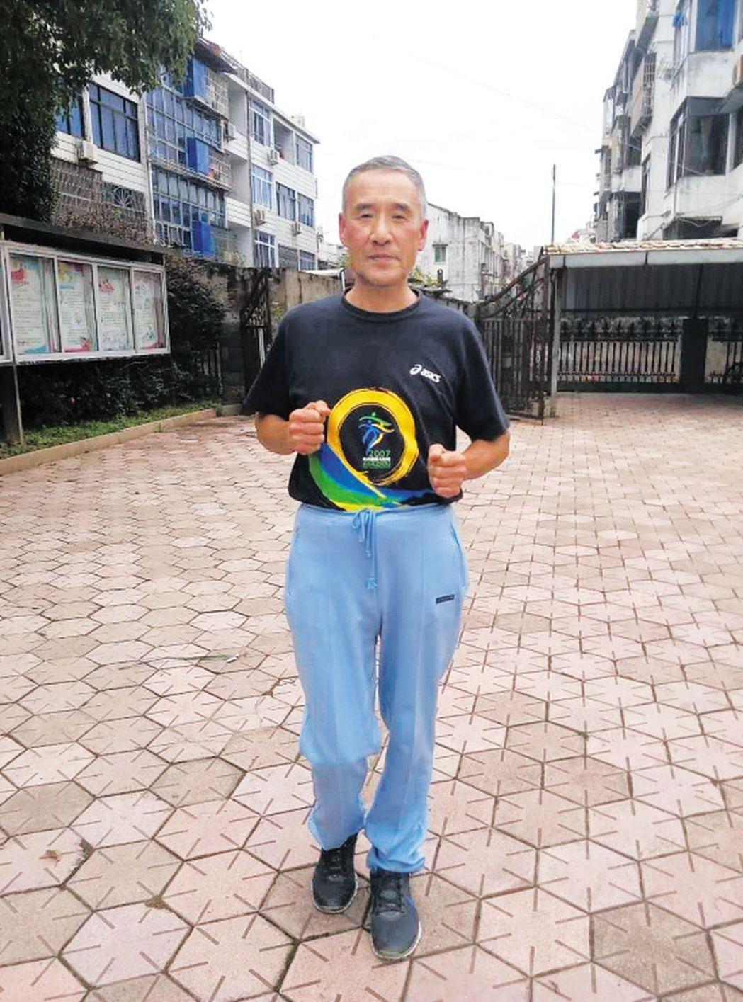 今年63歲的曾啟順保持著2小時25分12秒的浙江省馬拉松紀錄,30年來無人打破。...