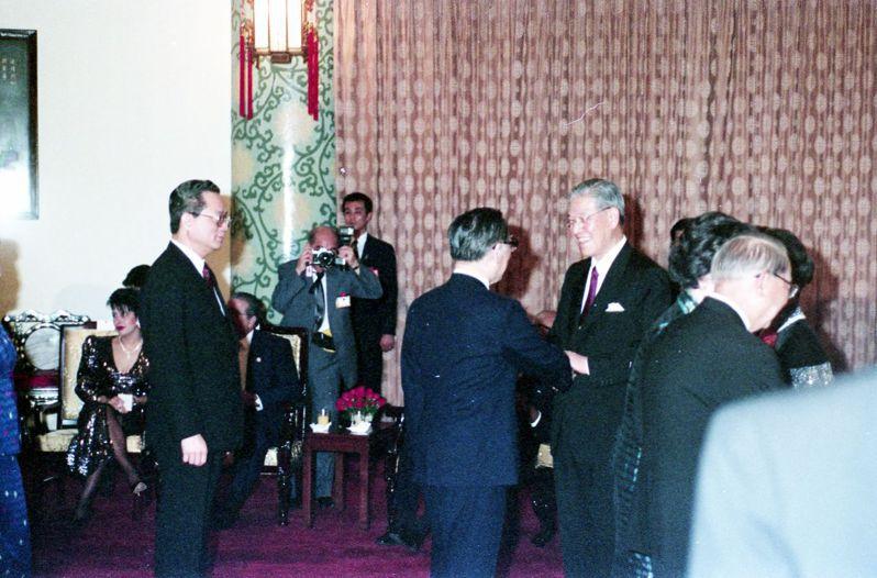 1990年李登輝宣誓就職中華民國第8任總統。 圖/報系資料照