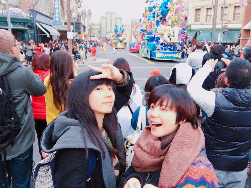宇宙(左)、樂樂瘋玩大阪環球影城。圖/可米提供