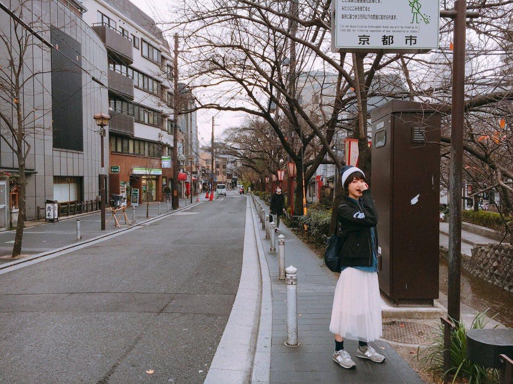 樂樂在京都拍美照。圖/可米提供
