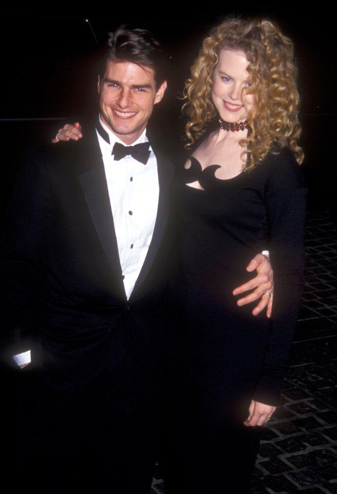 妮可基嫚(右)1992與湯姆克魯斯出席金球獎。圖╱摘自People