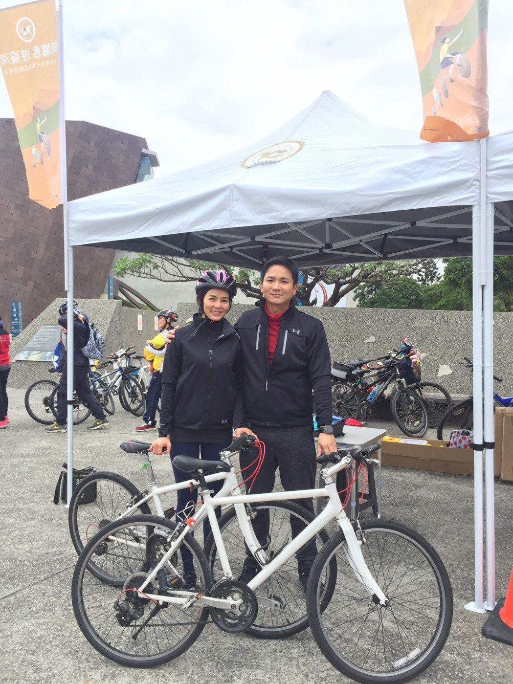 劉香慈和老公Vick  出席「騎鐵馬遊台灣」活動。圖/驊采整合行銷提供
