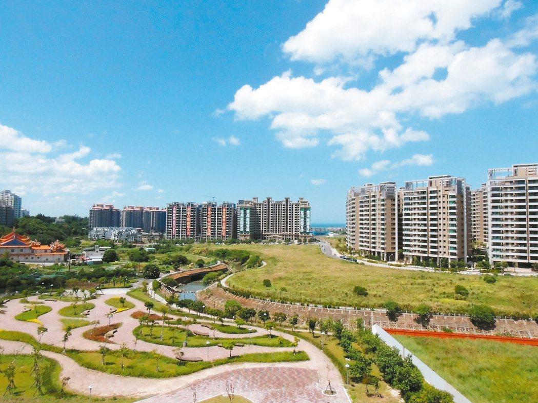 淡海新市鎮房價下修,加上運動中心、市民聯合服務中心等設施陸續進駐,生活機能形成,...