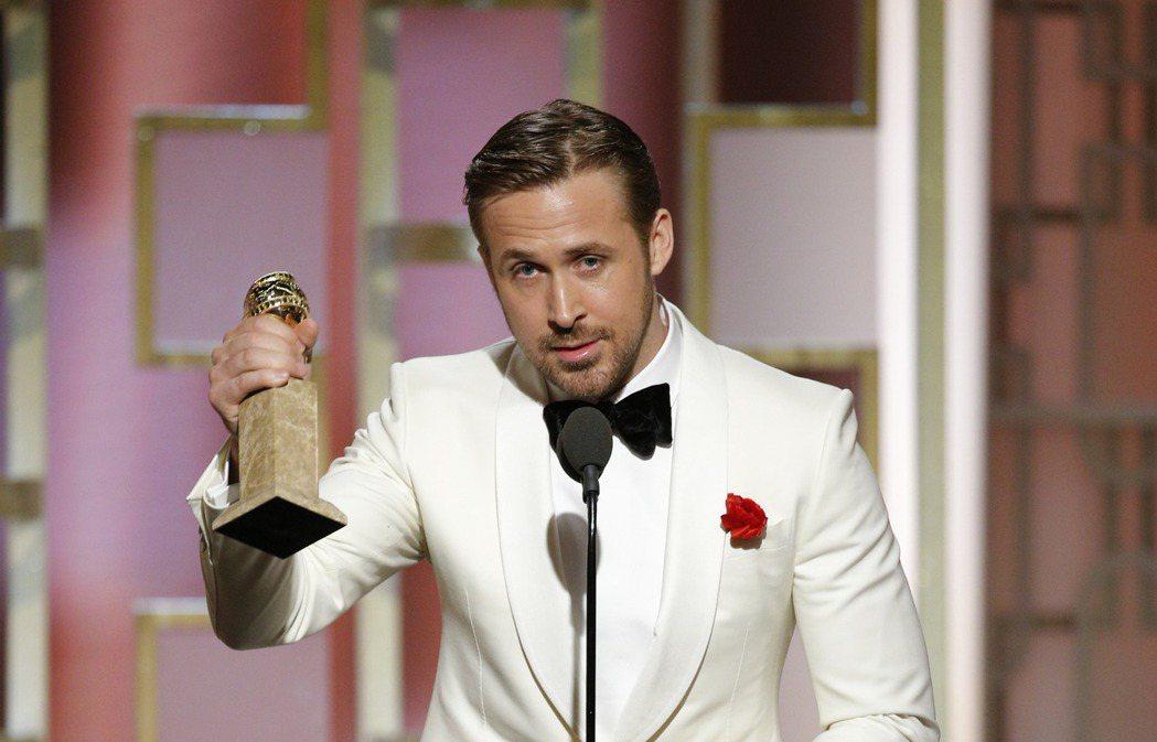 雷恩葛斯林以《樂來越愛你》獲金球獎音樂及喜劇類影帝。