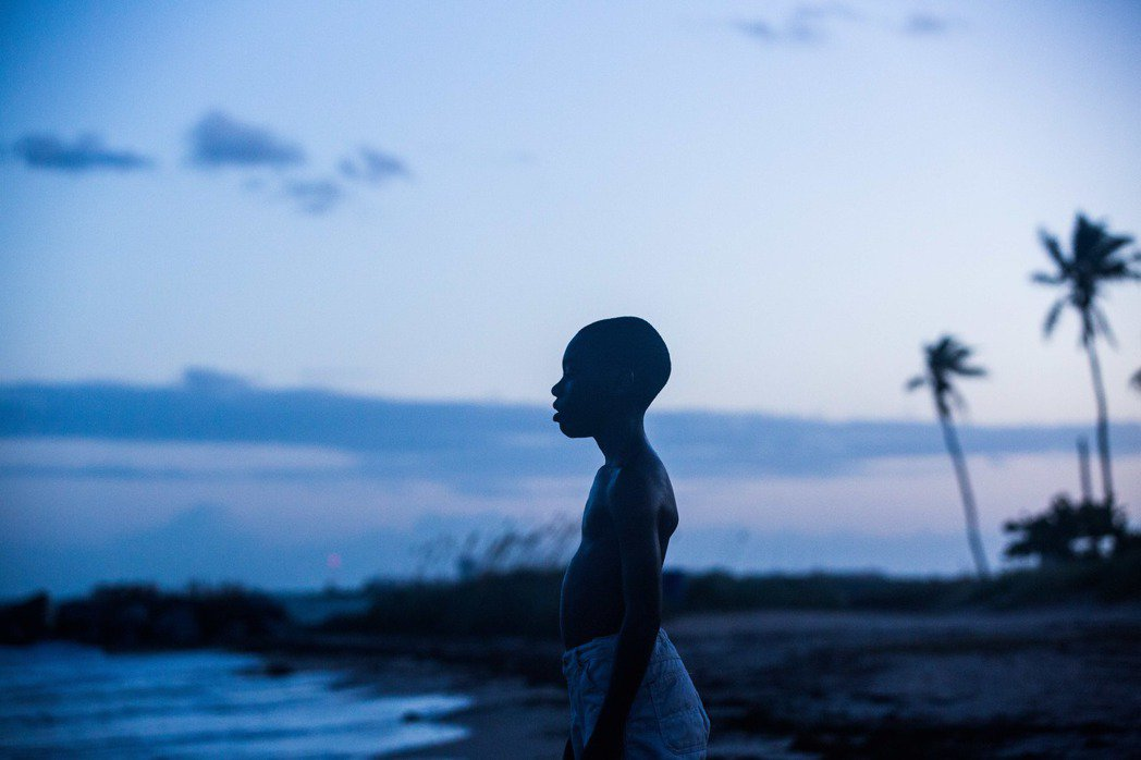 布萊德彼特監製新片《月光下的藍色男孩》獲金球獎劇情類最佳影片。傳影互動提供