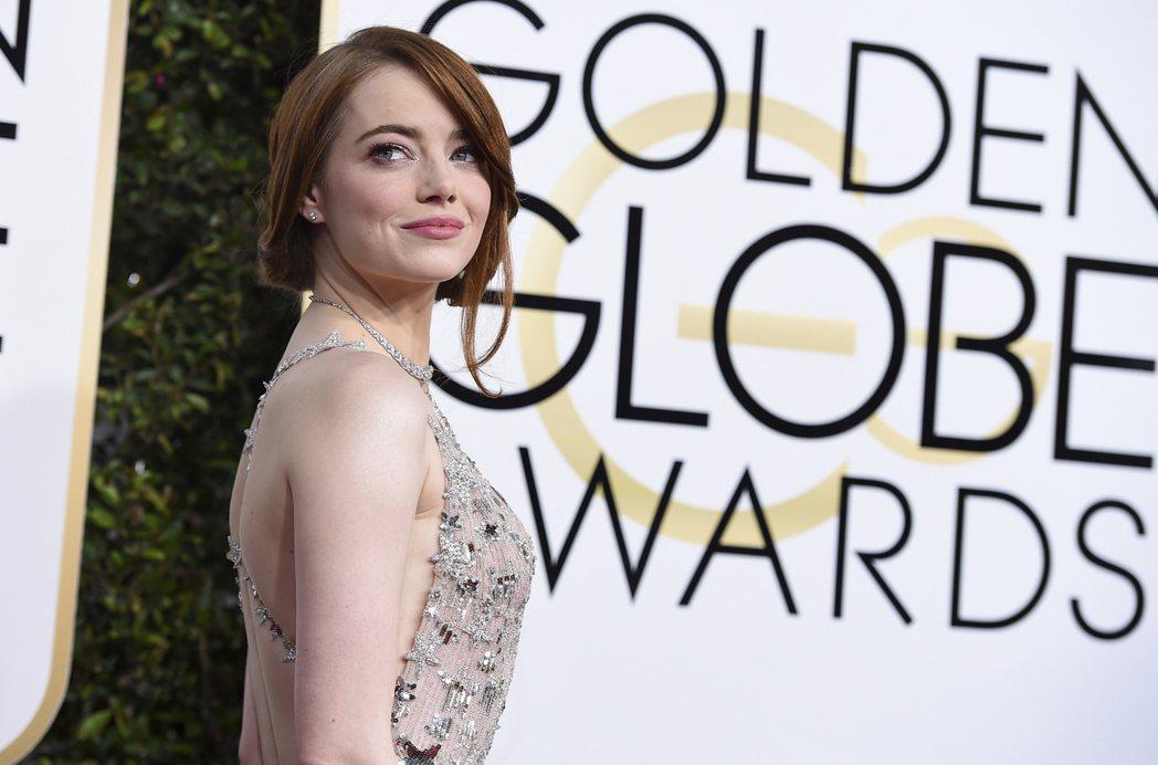 艾瑪史東以《樂來越愛你》獲得金球獎音樂喜劇類電影最佳女主角。圖/美聯社