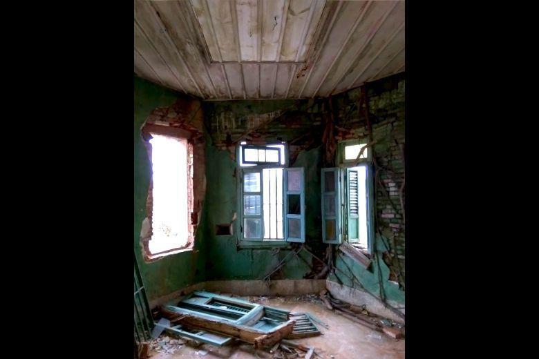 頹敗的陳清吉洋樓內部空間。 圖/作者提供