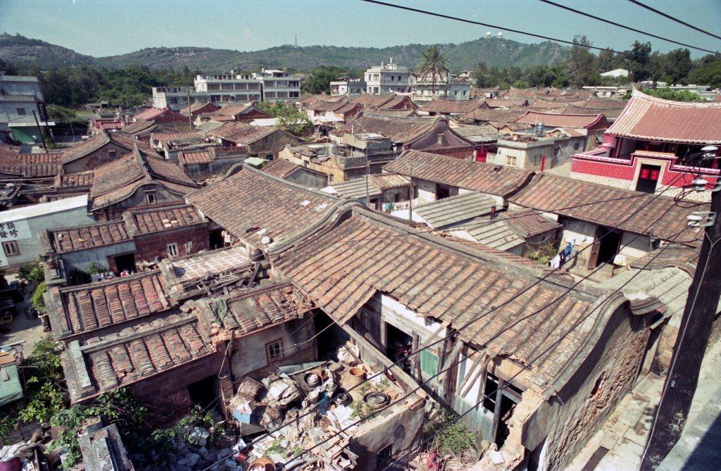 金門有許多荒置的「頹屋」,空間不大但產權卻分屬多人,沒有所有產權所有人的同意書,縣政府沒辦法協助清理及修復。 圖/聯合報系資料庫