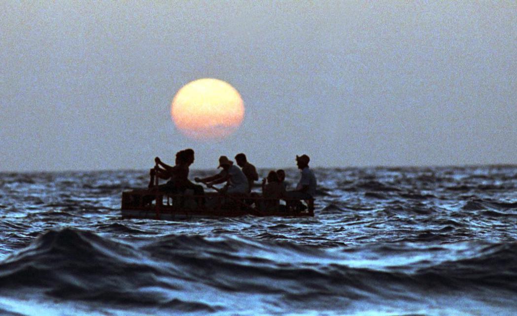 資料圖片:1994年,橫渡佛羅里達海峽赴美的古巴難民船。 圖/美聯社