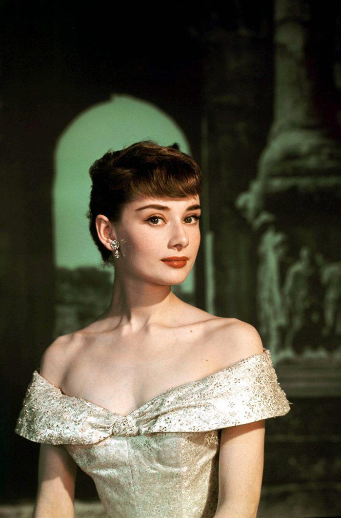 奧黛麗赫本憑「羅馬假期」登上影后與巨星寶座。圖/摘自DVDbash