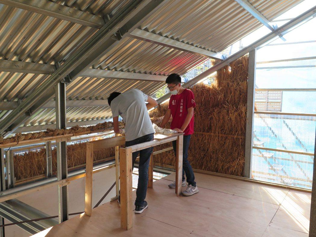 建築師謝英俊的強化輕鋼構協力造屋工作營,與台北科技大學師生合作。記者何定照/攝影