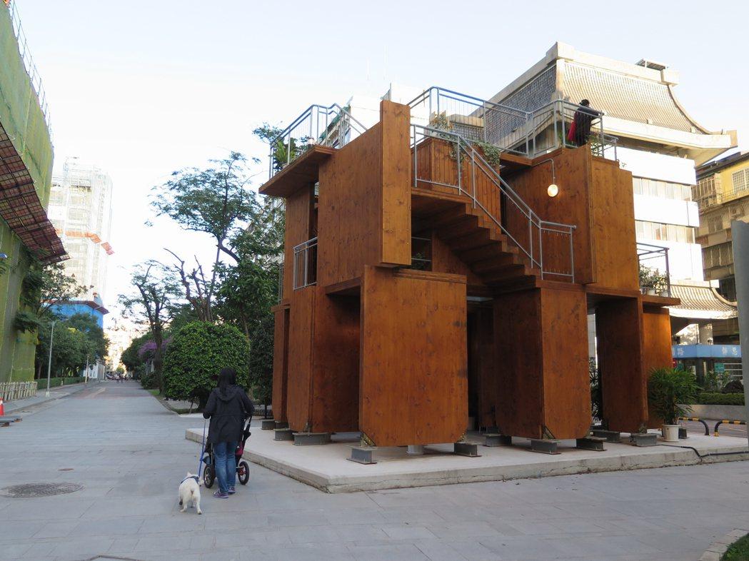 國外常見的積木之家,幾天內就能蓋好。記者何定照/攝影