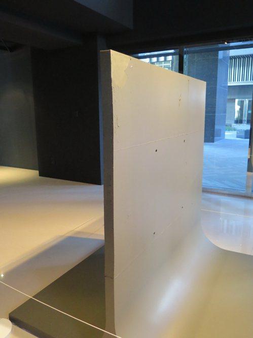 軟水泥牆照樣防震,又可因應需要塑形出其他功能。記者何定照/攝影