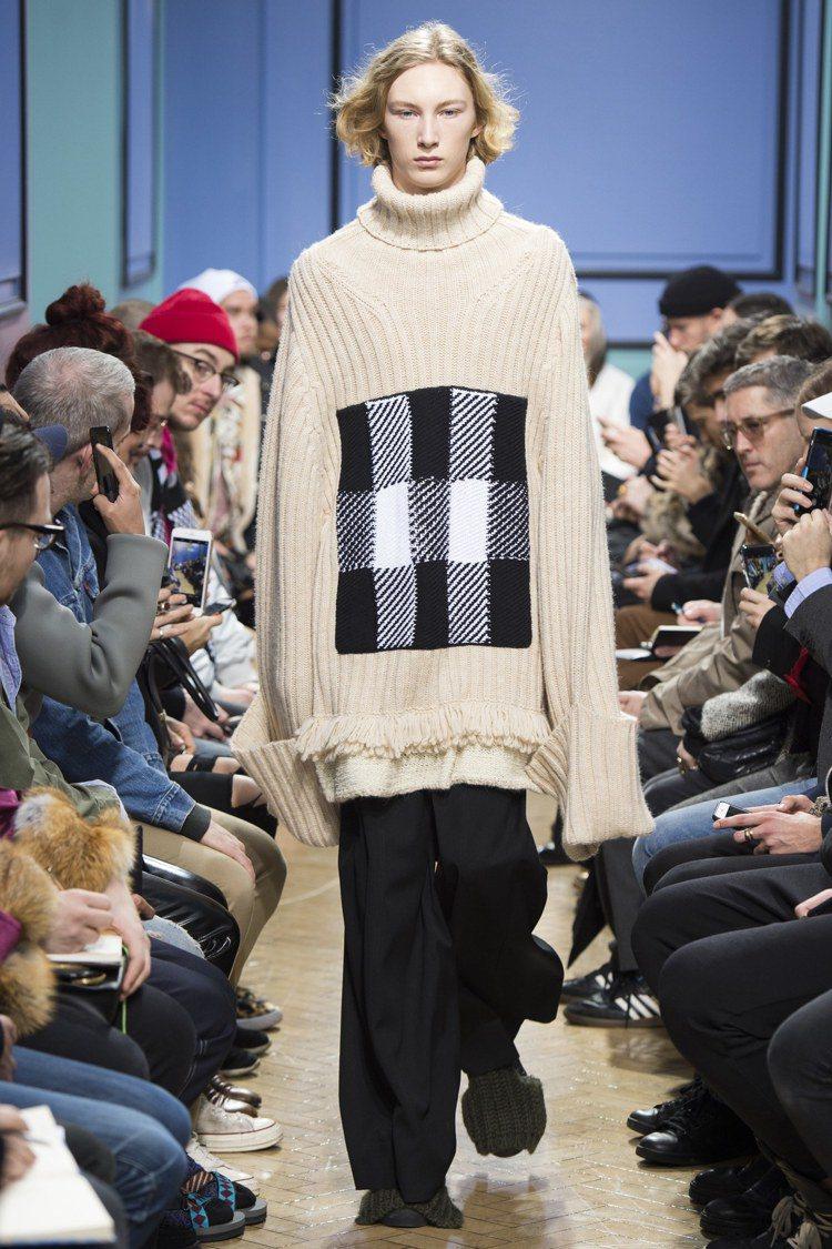 透過超大尺寸的針織毛衣,設計師J.W. Anderson表現出他的成人版「小王子...