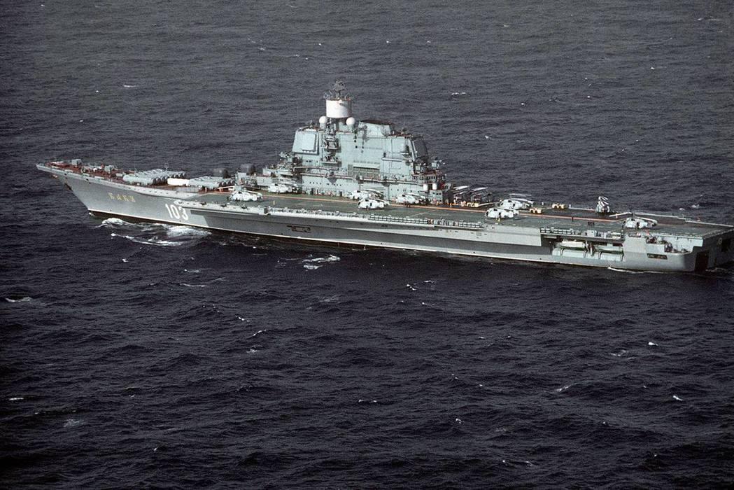 中型航艦先天不足的空間限制,讓蘇聯航艦的艦載機數量差美國航艦不止一大截。而由於缺乏彈射技術,從基輔級開始,反潛及空中預警,都只能交給直昇機負責,與美國艦上的定翼反潛機和預警機的能力相比,天差地遠。 圖/維基共享