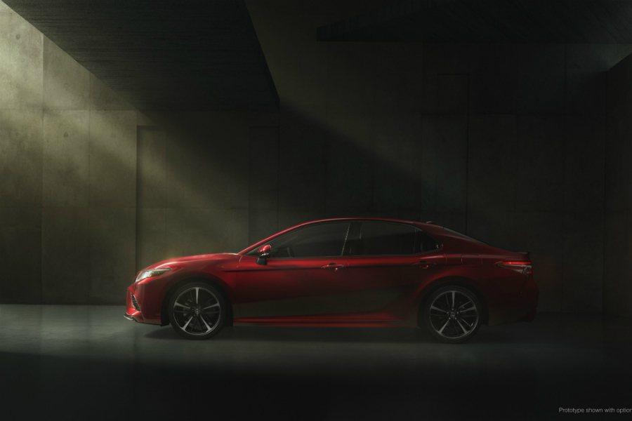 2018 Toyota Camry 全車系標配 10 具 SRS 輔助氣囊、TS...