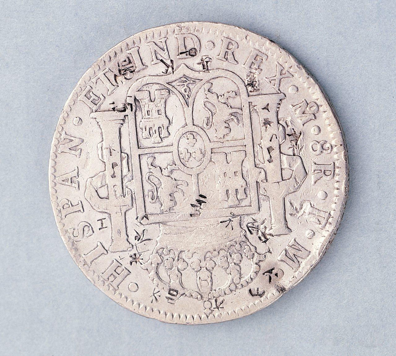西班牙銀元上的「雙柱」圖案。