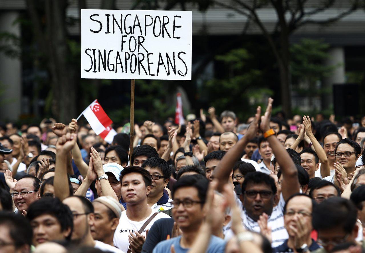 """""""新加坡人的新加坡"""":根据星国政府2015年的统计,其554万人口的城市中,有1..."""
