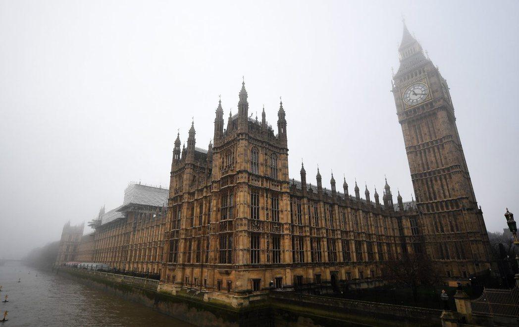 其實早從十八世紀初,霧霾在倫敦就相當常見。只是到了十九世紀,這現象成了致命毒霧,...