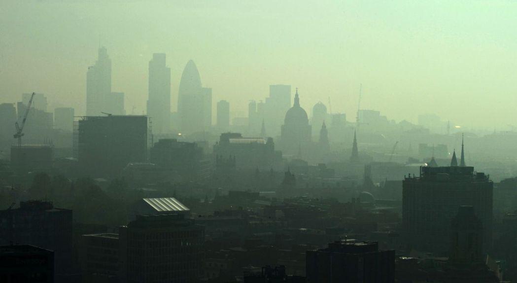 將倫敦的濃霧比喻成豌豆湯(pea soup/ pea souper),初見於十九...