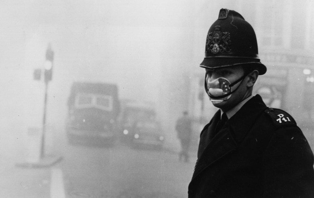 「霧都」幾乎成了倫敦人堅忍不拔的驕傲,跟「二戰精神」(Blitz spirit)...