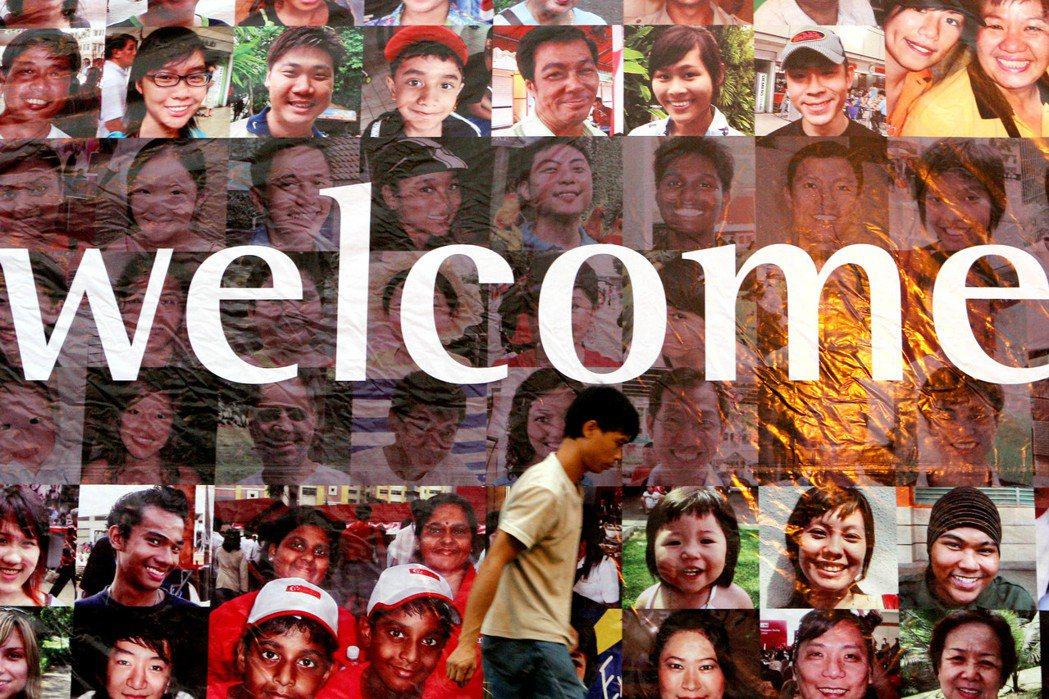 新式英語(Singlish)代表著草根的認同,當外來人口增加,壓縮到本地人的生存...