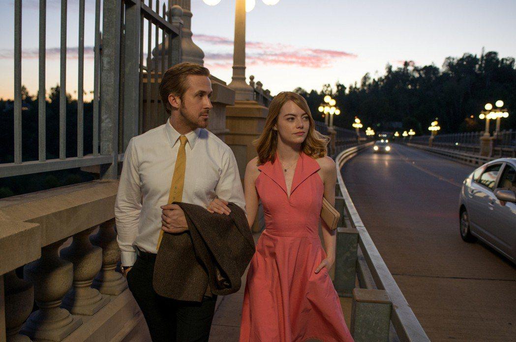 雷恩葛斯林、艾瑪史東主演的「樂來越愛你」再度成為英國奧斯卡獎提名最大贏家。圖/威
