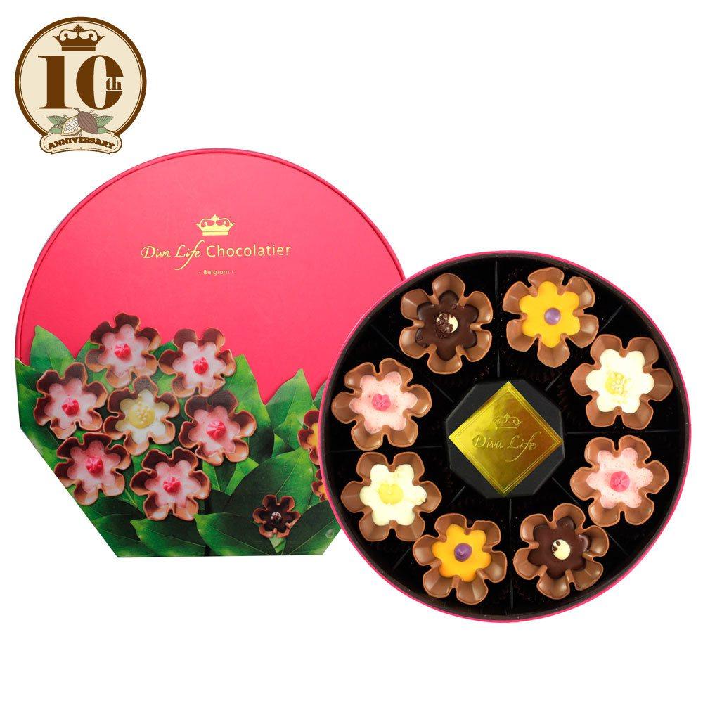 全球限量500盒的綻放花朵松露巧克力禮盒內含8顆巧克力共4種不同的口味,售價80...