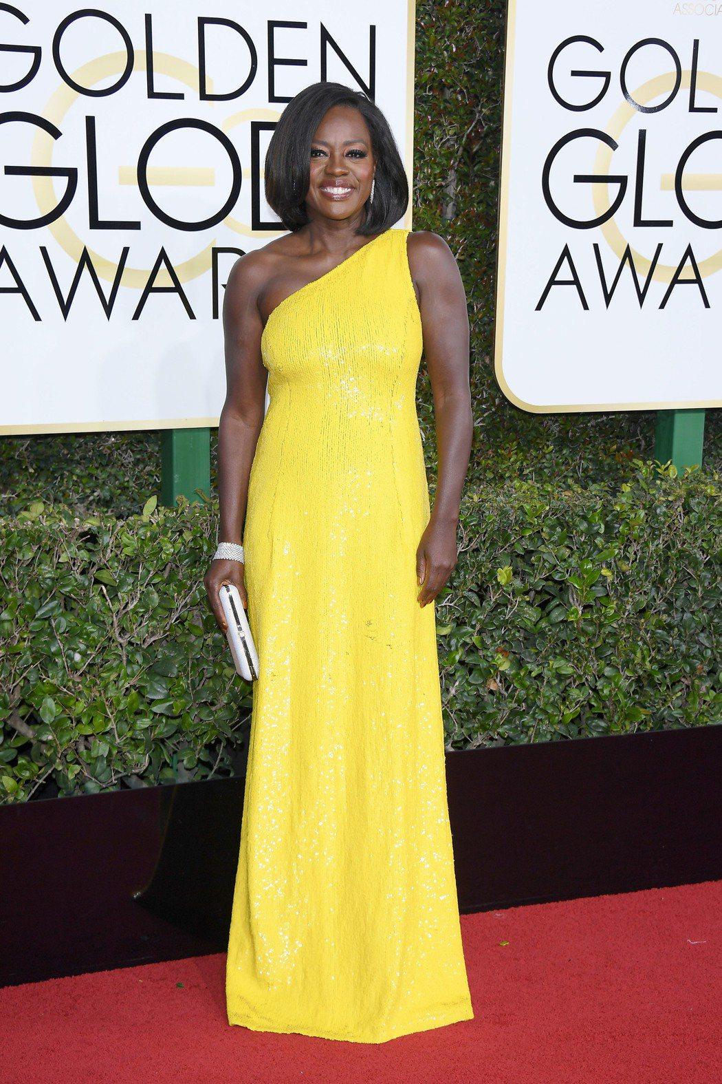 金球獎電影類女配角得主維拉戴維斯配戴海瑞溫斯頓珠寶出席盛會。圖/海瑞溫斯頓提供