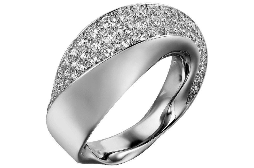卡地亞Coup d'Eclat系列白K金鑽石戒指,約64萬5,000元。圖/卡地...