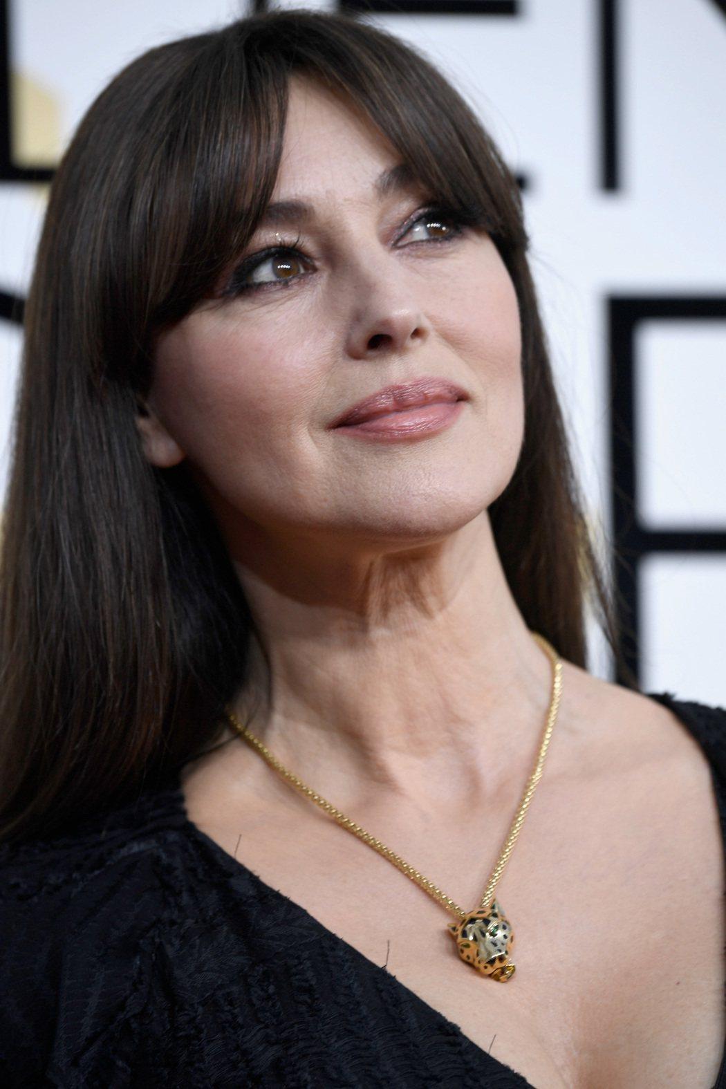 義大利女星莫妮卡貝魯奇配戴卡地亞珠寶出席金球頒獎典禮。圖/卡地亞提供