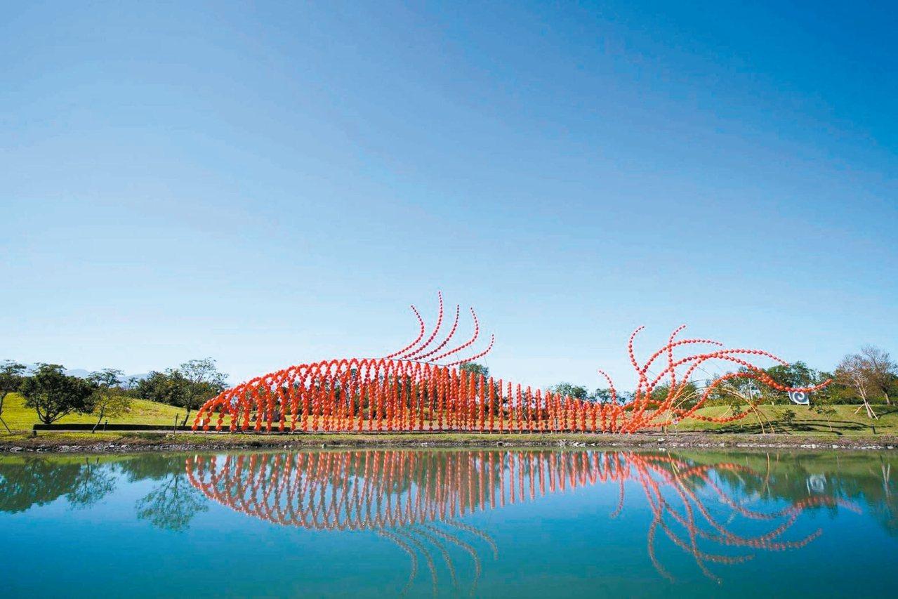 國立傳藝中心宜蘭傳藝園區展出新作品「魚耀歲到」,是開園的新亮點之一。 圖/全聯善...