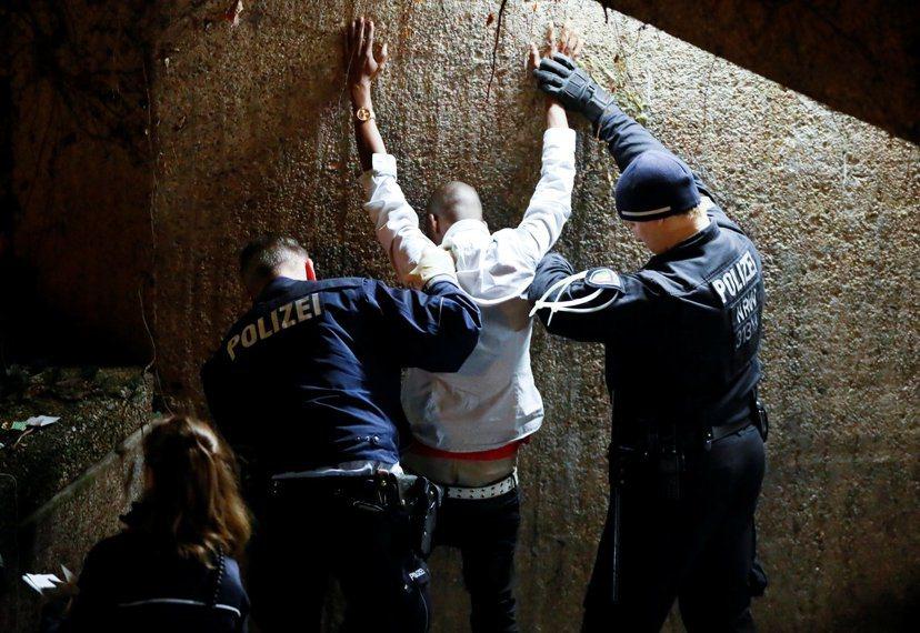 德國公共安全屢遭衝擊、挑戰,警方在安檢、維安執法上亦愈發嚴格。 圖/路透社