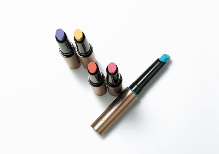 佳麗寶LUNASOL水光灩彩眼影棒,售價1,050元,共5色。圖/佳麗寶提供