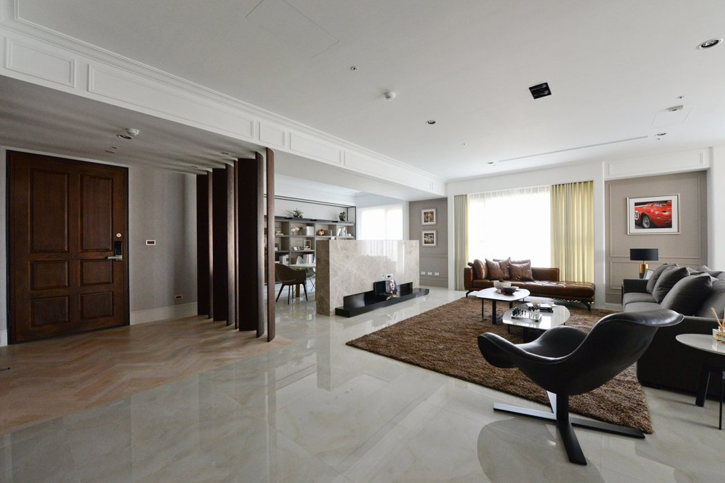 捨棄牆的概念,把客廳和書房完全通透。 圖片提供/振美建設