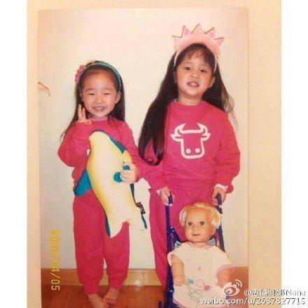 歐陽娜娜(右)為好友王敏淳慶祝生日。圖/取自於微博