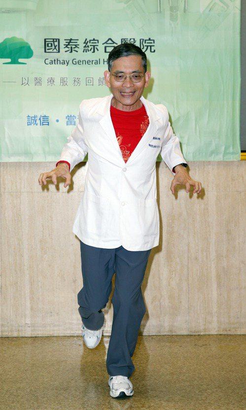 一、土雞找雜手腳耙。記者陳瑞源/攝影