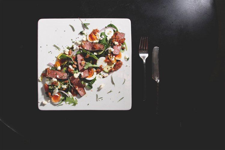 特製牛肉沙拉。圖/Dears Waffle & Café提供