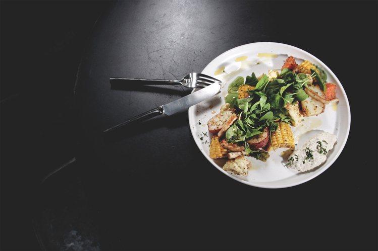 季節性主廚沙拉 – 烤時蔬沙拉。圖/Dears Waffle & Café提供