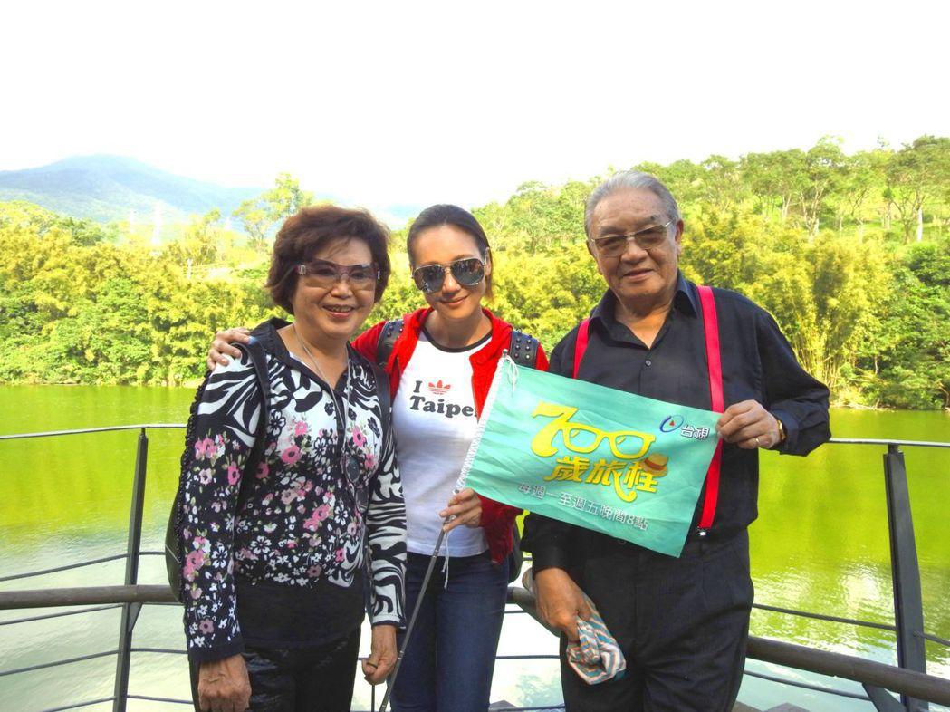 丁強(右起)、張本渝、王滿嬌帶觀眾遊宜蘭。圖/台視提供