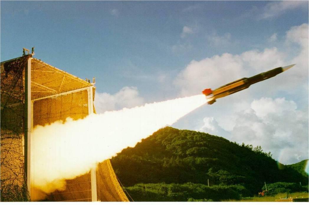 雄風三型反艦飛彈發射瞬間。圖/中科院