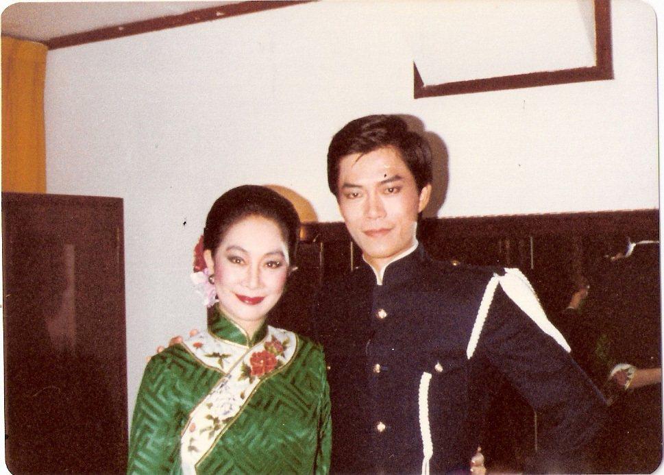 1982年,盧燕曾和孫維新(右)合作舞台劇「遊園驚夢中」。圖/孫維新提供