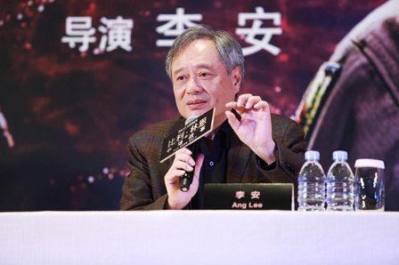 李安帶著新片「比利‧林恩的中場戰事」參加北京首映。 圖/双喜提供