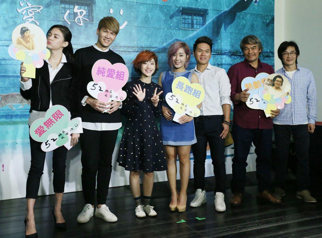 導演魏德聖(右起)宣傳最新音樂劇作品「52赫茲我愛你」,帶領演員林慶台、舒米恩、...