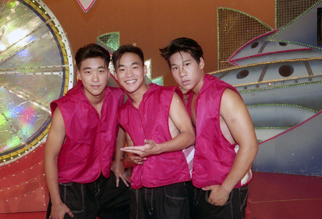 「金曲龍虎榜」錄影。圖為L.A. Boyz成員黃立行(左)、黃立成(中)、林智文